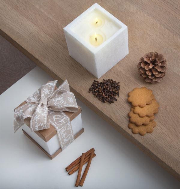 Świeca zapachowa w lampionie o zapachu Świeżej Choinki - KOLEKCJA DOBRYCH PREZENTÓW